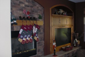 Look familiar? Ugh, the old fireplace/tv niche combo found in most homes in Nevada